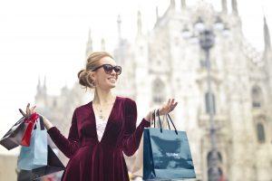 woman shopping pic