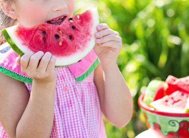 Parenting a picky eater can be hard. Kids and toddlers have a hard time eating different foods, so here are some solutions to your picky eater problem. #pickyeater #kids #toddler #momlife