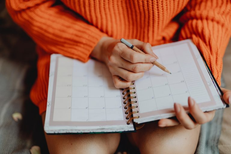 Create A Stay At Home Mom Daily Schedule That Will Make Life Better