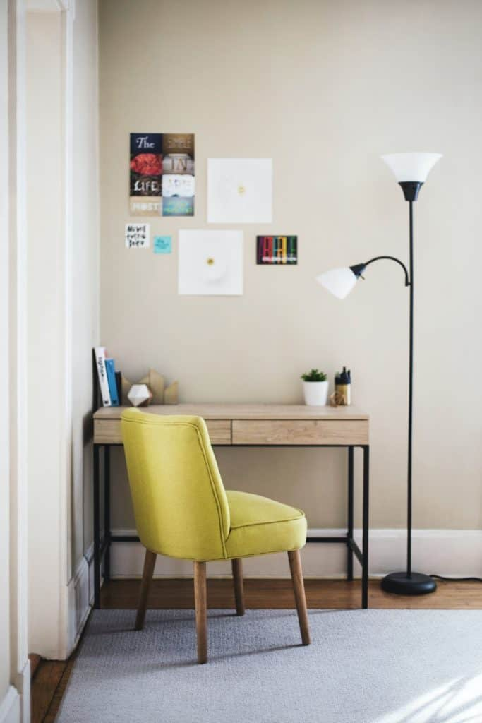 How to declutter a office