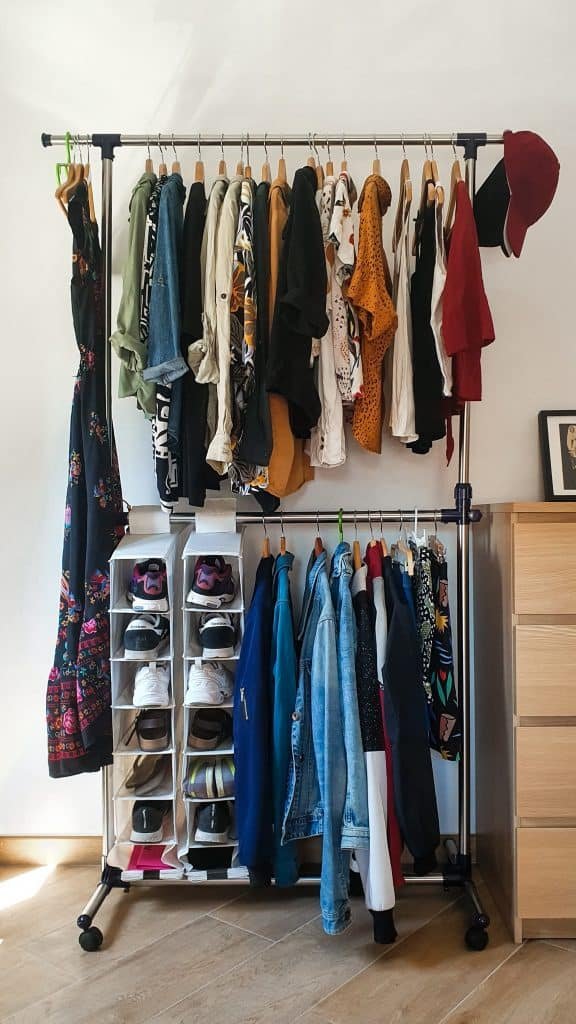 how to declutter a room clothes closet