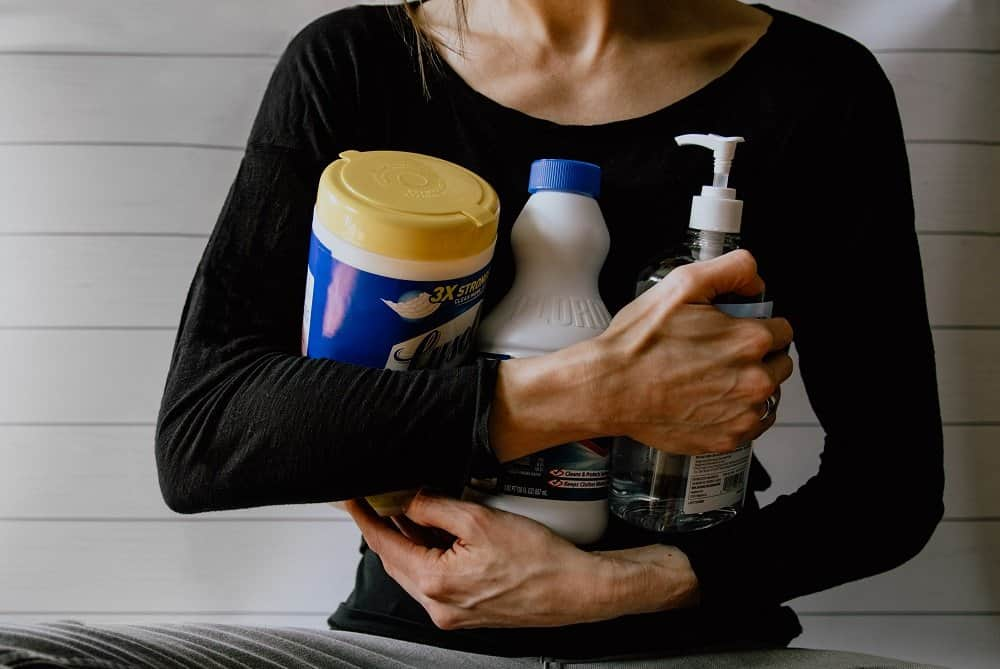 woman-with-household-bleach